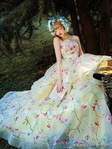 婷婷桃色网-柔嫩的淡鹅黄色若隐若现,精致而又独特的裙摆花卉图案和独一无二...