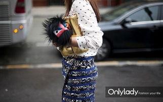 外阴长了包-因为它小巧细长,夹在臂下爽朗潇洒,令人想起气质冷艳的法国女人,...