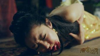 怨孽校园-故事讲述一支美国纪录片摄制组来到中国探寻鬼节传说真相,却不想撞...