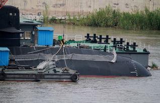 ... 全流线型中国039C型潜艇出航