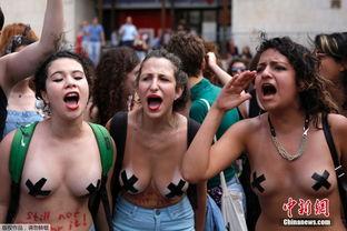 ...色列女性举行 荡妇游行 半裸抗议性暴力
