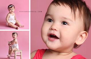 照片中的宝宝表情很丰富,时而迷茫时而好奇,从不同角度拍出宝宝的...