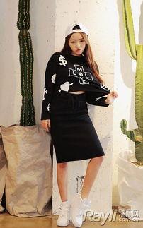 色撸撸色色网撸撸色网-黑色针织长袖crop top搭配裹臀针织半身裙,上身的俏皮印花和微露小...