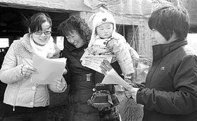 ...镇、留固镇,向留守妇女宣传政府贴息贷款政策,帮助她们创业致富...