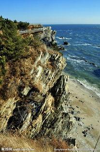 海边石头山图片