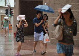 据香港《明报》网站报道,香港天文台26日早9时40分发出黄色暴雨警...