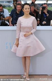 色和尚日逼视频-第68届戛纳国际电影节,电影《山河故人》发布会,赵涛身穿Dior粉色...