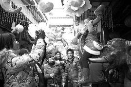 三客念筑-□记者 王        昨天天公作美,本市各大景点精心烹制的一道道节日