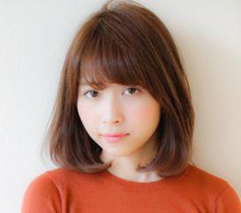 内射小嫩穴32p-利用的是甜美可爱风十足的齐刘海发型设计,再搭配时尚的深棕色染发...