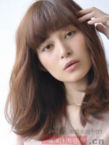 韩式中长发烫发发型 俏丽百搭又显嫩