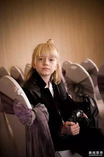 抢饭碗的节奏 9岁小女孩竟成为超抢手的婚礼摄影师
