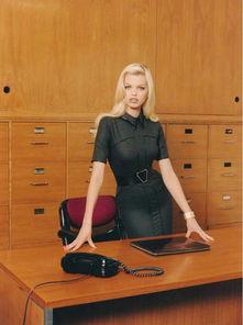关于女秘书的情色幻想,不只是电影、小说的常用主题,更是时尚大片...