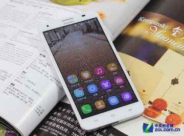华为荣耀3X正面配备一块5.5英寸IPS显示屏,分辨率为1280X720像...