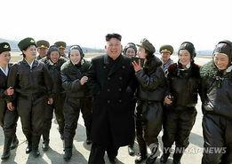 朝鲜最高领导人金正恩指导荣获吴仲洽7团称号的朝鲜人民军航空与防...
