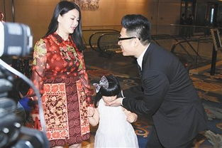 ...伦李湘夫妇最近比较忙,带着孩子全世界地飞参加各种活动.-明星...
