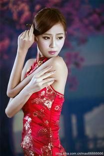 风情的红旗袍性感美人 组图
