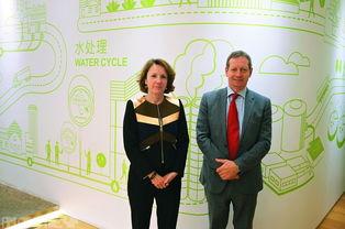 ...裁及国际业务部首席执行官邓瑞安(左)指现时中国的环保法规甚至...