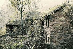 据说有探险队到封门村考察时发现很多怪事,比如奇怪的脸、神秘的棺...