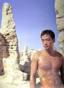 色情还是艺术 摄影师长城拍男性全裸写真
