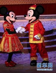 2015工口动漫网-...月8日,迪士尼卡通形象米老鼠出现在上海迪士尼乐园开工仪式上.-...