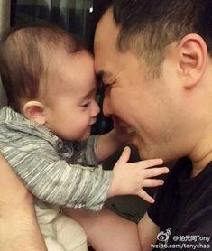 年6月产下女儿Ava的阿雅,经常会在微博中晒女儿照片,和网友一起分...