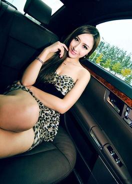 颓废的性感美女车模