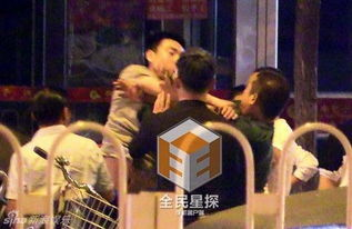 3日消息,相声演员曹云金近日携妻子和友人外出就餐时,却不料与人...