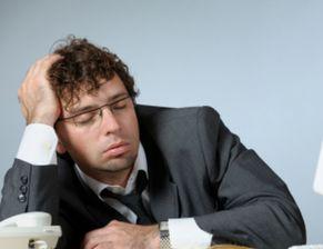 男人熬夜吃什么补身体 男人熬夜的危害有多大