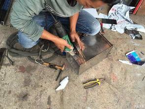自制柴火灶-焊接底板   风门切割   初见雏形   大功告成,方形的炉子好收纳,不浪费...