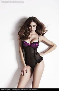 穿黑色透明连体内衣单手叉腰的外国美女图片 2104609