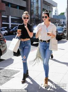 一黑干两白15p-金小妹和Gigi这次出街的打扮简直是相互辉映的典范:你穿白衬衣,那...