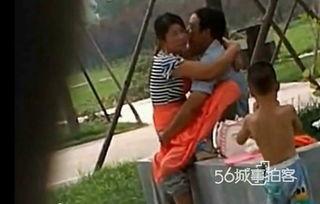网吧活春官视频实拍,母亲与男子公园活春官被拍不雅姿势曝光