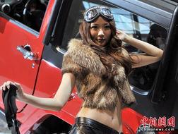 """...十一届北京国际车展""""是名车新品抢先亮相的舞台,也成了车模们争..."""