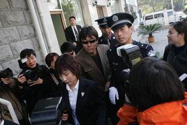 ...与王纳文母子在北京法庭科学技术鉴定研究所抽血做DNA亲子鉴定,...