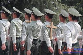 军人训练后背受伤-战民族运动会 训练场上挥汗展军人... 7月22日,在贵州省武警指挥学校...