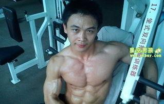 体院肌肉男生的性感身材照 3