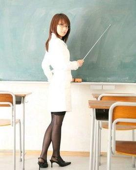 日本老师教室玩性感图片_日本最性感女教师_最性感日本学生图片-梨子网