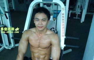 体院肌肉男生的性感身材照 6
