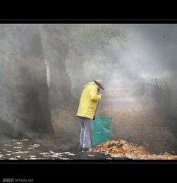 拉姆蕾姆彩色h本子-5. 落叶堆   在吹叶机出现之前,被扫成一堆一堆的落叶是这个季节的景...