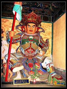 居须弥山水晶地.身为绿色,穿甲胄,右手持宝伞(又称宝幡),左手...
