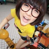 戴眼镜框的QQ女生头像 可爱彩色眼镜框头像图片 5