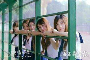 用镜头记录下了学姐们青春的纪念.这组名为《躲进时光里》的唯美毕...