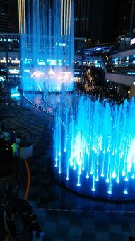 ;一会儿,喷泉直飞冲天   形色各异,真是美丽极了   最激动人心的时...
