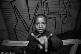 黑社会网名-...照片揭秘中美洲黑帮生活 儿童伴枪入眠
