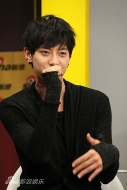EXO M曝宿舍生活趣事 LU HAN爱干净KRIS说梦话