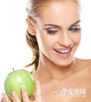 娇嫩含着两根巨物辰辰-●苹果   含有的果胶具有很好的排毒作用,可以和膳食纤维一起合作清理...