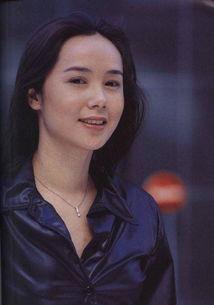 的成名作应该是1999年和与吴若甫、俞飞鸿等合作的电视剧《牵手》,...