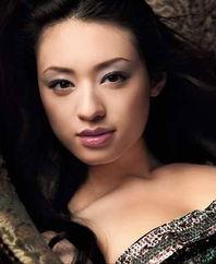 安室奈美惠--烟熏妆让一个回眸勾... 栗山千明--烟熏妆的复古FEEL迷幻...