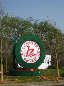 兰亭后,与一对北京来的夫妻拼车至东湖景区.路上,司机一直说我们...