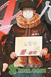 歌走音,连首本名曲《囍帖街》都... 《第32届十大中文金曲颁奖礼》...